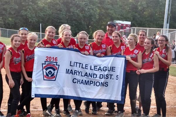 Group of little league players holding up 2016 Championship banner